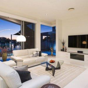 The Prestige Property Magazine - www.prestigepropertymagazine.com - Waterfront Entertainer
